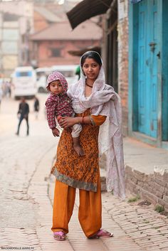 Mother and Baby . Tibet, Nepal People, Street Style, Bhutan, Wet And Dry, Mother And Child, Trekking, Indie, Daughter