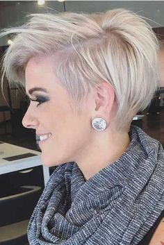 Short Hair Cuts For Women With Roundface