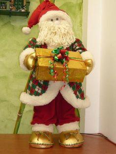 christmas sparkles n spirit - PIPicStats Felt Christmas Ornaments, Christmas Lights, Christmas Time, Christmas Stockings, Christmas Crafts, Christmas Decorations, Holiday, Father Christmas, Christmas Sewing