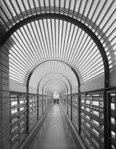 View of bridge connection from administration building to tower. Image © Ezra Stoller/Esto