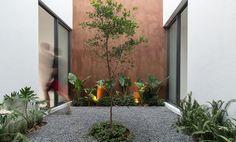 Gallery of Sole Houses / SANTOSCREATIVOS + VTALLER - 1