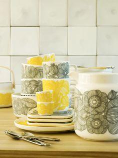 Marimekko's spring/summer 2014 interior decoration collection: Oiva/Kurjenpolvi tableware, pattern design by Aino-Maija Metsola for Marimekko & product design by Sami Ruotsalainen for Marimekko.