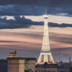 Paris est une Fête! — La Tour Eiffel by Juan Jerez.