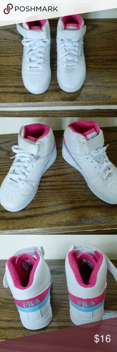 b7669fd6333 Fila Fila kids shoes White Pink Blue size 11.5 Fila Shoes Fila Kids Shoes