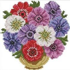 Kırlentler için çok güzel çiçekli etemin örnekleri.Evlerinde etamin el işi kullanmayı seven hamarat hanımlar için yastık,kırlent ve bir çok şekilde kullanabilecekleri etemin ve kanaviçe işlemede kullanabilecekleri etamin model ve örnekleri kelebekli-etamin-kirlent-ornegi
