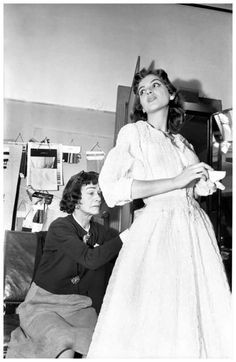Atelier Chanel Paris 1954 Mademoiselle Chanel et Vera Valdez Photo Willy Rizzo