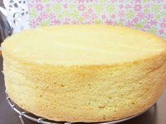 失敗なし!しっとりふわふわ美味スポンジ♡の画像 Sweets Recipes, Bread Recipes, Cake Recipes, Cooking Recipes, Basic Cake, Cute Food, How To Make Cake, Vanilla Cake, Delicious Desserts
