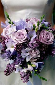 Purple Wedding Flowers Flieder Strauß - For a little floral inspiration, check out our picks of the most gorgeous purple wedding bouquets! Lilac Wedding Flowers, Spring Wedding Bouquets, Flower Bouquet Wedding, Purple Bouquets, Lilac Bouquet, Purple Flower Centerpieces, Wisteria Wedding, Purple Wedding Flower Arrangements, Spring Weddings