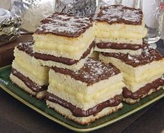 iced cake with Nutella milk Nest Cake Bars, Dessert Recipes, Desserts, Yummy Cakes, Sweet Recipes, Love Food, Cupcake Cakes, Cheesecake, Food And Drink