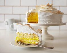 Lemon cake filled with lemon curd and topped with toasted meringue....yummmm. | Cakegirls Recipes