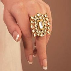 wear a big kundan ring