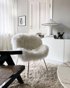 🤍 (@saint.fabien) • Instagram-Fotos und -Videos Ottoman, Chair, Furniture, Home Decor, Homemade Home Decor, Home Furnishings, Interior Design, Home Interiors, Side Chairs