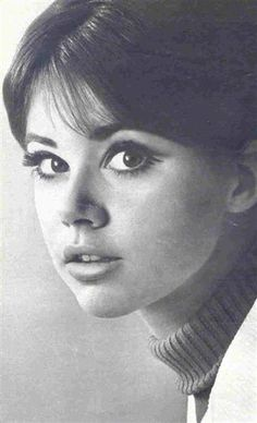 Colleen Corby, To me she was the epitome of what a teen girl should look like! If she wore it. I wanted it❤ Colleen Corby, 60s Makeup, Retro Mode, Seventeen Magazine, Sixties Fashion, Teen Models, Portrait Inspiration, Vintage Beauty, Beautiful Eyes