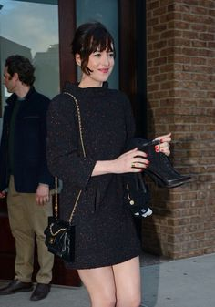 DAKOTA LEAVING HER HOTEL IN NY - MARCH 30