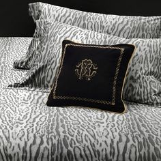 Discover the Roberto Cavalli Ocelot Duvet Set - Gray - King at Amara