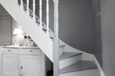 White and Gray Staircase - Home Builder Square Meter Small Space Interior Design, Bathroom Interior Design, Interior Design Living Room, Staircase Storage, Staircase Design, Grey Hallway, Staircase Runner, Grand Staircase, Interior Decorating Styles