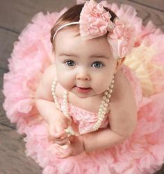 Cutie baby lovely tutu pink tulles Teske Goldsworthy Teske Goldsworthy Barnett pic idea for Sweet P! How adorable Cute Kids, Cute Babies, Baby Kids, Funny Babies, Baby Pictures, Baby Photos, Toddler Pictures, Winter Pictures, 1st Birthday Photos