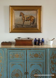 Design by Joanna McCusker | Photography by Nancy Nolan | At Home in Arkansas Magazine | http://www.athomearkansas.com/article/cozy-color #livingrooms #turquoise #gold