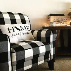 40 Ideas For Farmhouse Living Room Chairs Buffalo Check Bedroom Chair, Home Bedroom, Bedroom Decor, Master Bedroom, Black Furniture, New Furniture, Plaid Chair, Plaid Decor, Retro Stil