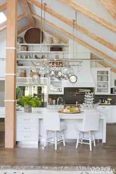 ~Simple & chic LA home designed by @Windsor Hanger Hanger Smith.
