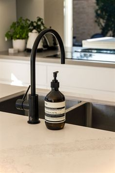 Calacatta Nuvo bench top- with black tap