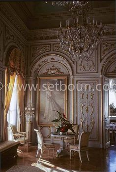 Mirror's room with a painting of Princess Grace of Monaco