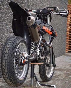 Velentino Rossi, Johnny Bravo, Dirtbikes, Motorcycle Bike, Thug Life, Scrambler, Sport Bikes, Stunts, Bikers