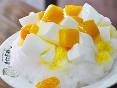 almond pudding with mango