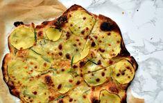 Kartoffel-pizza med klaret rosmarinsmør – bund lavet på biga – Fredes Foodlog - Fyld: 1 bagekartoffel, skåret i papirstynde skiver (med mandolin-jern) 80 g smør 3 kviste frisk rosmarin 100g Prima Donna/Ost