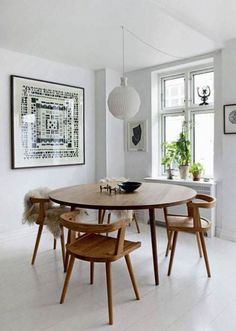 Get inspired by these dining room decor ideas! From dining room furniture ideas, dining room lighting inspirations and the best dining room decor inspirations, you'll find everything here! Dining Room Design, Dining Room Furniture, Dining Room Table, Furniture Ideas, Round Dining Table Modern, Mid Century Dining Table, Dining Sets, Round Wood Table, Retro Dining Table