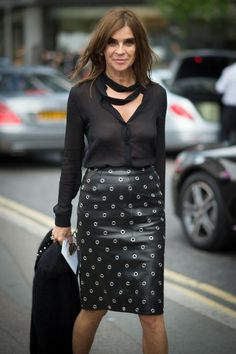 Carine Roitfeld & Uniqlo's Partnership Means You Can Dress Like a French Fashion Editor on a Budget Fashion Editor, Fashion Models, Girl Fashion, Fashion Design, Elegantes Outfit Frau, Parisienne Chic, Carine Roitfeld, French Girl Style, Black Leather Skirts
