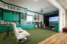PGA golfer Hunter Mahan's golf-simulator room