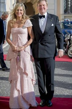 King Willem-Alexander and Queen Maxima Visit Italy and Vatican City: Day 2 Estilo Real, Queen Rania, Royal Red, Queen Dress, Mature Fashion, Estilo Fashion, Princess Style, Sophisticated Style, Elegant