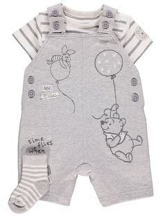 Disney Winnie the Pooh Dungarees, Bodysuit and Socks Outfit Disney Baby Clothes Boy, Cute Baby Boy Outfits, Baby Doll Clothes, Unisex Baby Clothes, Baby Disney, Cute Baby Boy Clothes, Disney Outfits, Kids Outfits, Winnie The Pooh Nursery