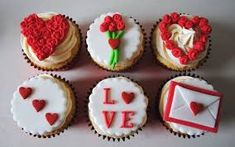 Make Valentines Day special this year with delicious Valentines Day cupcakes and cakes from Miss Cupcakes. Fondant Cupcakes, Cupcake Cakes, Valentines Cakes And Cupcakes, Valentine Cookies, Cupcakes Design, Cake Designs, Miss Cupcake, Cupcakes Love, Themed Cupcakes