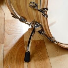 Preferred by professionals for its tonal versatility, Classic Maple drums are the ideal choice for any performance application. Its high sensitivity, wide dynamic tuning range, and sharp attack make i