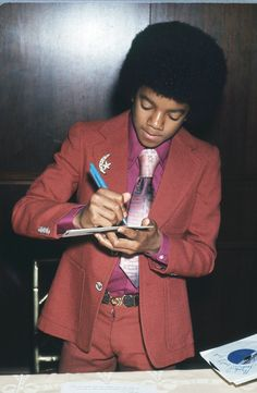 """New"" rare photos of Michael Jackson Jackson Life, Jackson Music, Mike Jackson, Jackson Family, Photos Of Michael Jackson, Michael Jackson Rare, Motown Party, Star Trek Posters, Joseph"