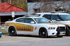 Yellow Springs (OH) Police Dodge Charger Emergency Vehicles, Police Vehicles, Tactical Medic, Ford Mustang 1967, Old Police Cars, Automobile, Dodge Srt, Radios, California Highway Patrol