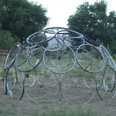 Bicycle Tire Rim Trellis Dome For Vertical Gardening Project. Bicycle Tire Rim Trellis Dome For Ver Bicycle Rims, Old Bicycle, Bicycle Parts, Old Bikes, Bike Wheels, Bicycle Wheel, Pea Trellis, Garden Trellis, Plants That Repel Bugs