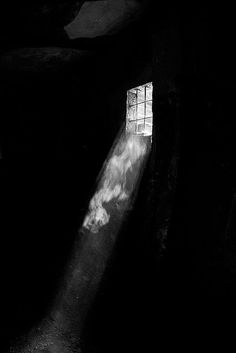 Light And Shadow Photography, Dark Photography, Black And White Photography, Photography Lighting, Chiaroscuro Photography, People Photography, Product Photography, Window Photography, Abstract Photography