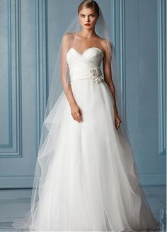AMAZING ORGANZA A-LINE SWEETHEART NECKLINE NATURAL WAISTLINE WEDDING DRESS IVORY WHITE LACE BRIDAL GOWN