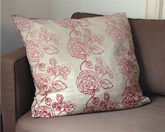 Barbarity: DIY - How about making your own stencil Diy Pillows, Decorative Pillows, Throw Pillows, Cushions, Hand Printed Fabric, Printing On Fabric, Make Your Own Stencils, Stamp Carving, Foam Sheets