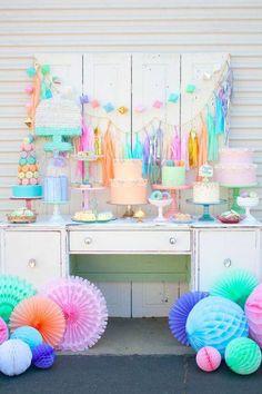 decoracao de cha de bebe mesa com tons coloridos