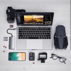 This setup might look super simple but imagine the possibilities with the DJI Mavic Pro and a DSLR Camera of your choice! You could create the next Hollywood Blockbuster! What will you film next? Custom PC builds made computer mod cases gaming monitors Computer Desk Setup, Gaming Setup, Iphone 3gs, Iphone Camera, Accessoires Photo, Dji, Custom Pc, Home Office Setup, Pc Setup
