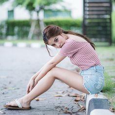 Cute Asian Girls, Beautiful Asian Girls, Cute Girls, Asian Street Style, Cute Japanese Girl, Uzzlang Girl, Portrait Poses, Chinese Model, Girl Photography Poses