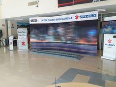 Muro de coroplast de 4mm de 4.80 x 2.40 m. con soportes. Suzuki. Irradia 2016