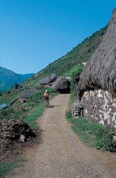 Ruta BTT Somiedo, Parque Natural y Reserva de la Biosfera, Asturias Places In Spain, Paraiso Natural, Bergen, Conservation, Perspective, Most Beautiful, Photographs, Collections, Mountains