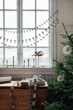 3 Beautiful Christmas Decorations You Can Make From Wallpaper! - Berlin Mamma - 3 Beautiful Christmas Decorations You Can Make From Wallpaper! my scandinavian home: 2 Beautiful Christmas Decorations You Can Make From Wallpaper! Diy Christmas Garland, Beautiful Christmas Decorations, Christmas Mood, Simple Christmas, Christmas Crafts, Xmas, Berlin Christmas, Minimalist Christmas, Christmas Wrapping