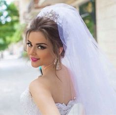 This Pin was discovered by Ufu Bridal Veils And Headpieces, Wedding Veils, Wedding Accessories For Bride, Bridal Accessories, Braut Make-up, Bride Photography, Bride Makeup, Wedding Looks, Bride Hairstyles