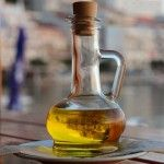 Stop spending lots of money on anti-aging beauty products! FInd out how to prepare the best and cheat anti-aging facial serum at home! Castor Oil For Hair Growth, Hair Growth Oil, Anti Aging Facial, Facial Serum, Eye Serum, Facial Cleanser, Beauty Care, Diy Beauty, Beauty Tips